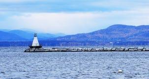 Λιμάνι στο Μπέρλινγκτον, Βερμόντ με το φάρο στοκ εικόνες