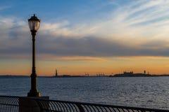 Λιμάνι της Νέας Υόρκης στο ηλιοβασίλεμα Στοκ εικόνα με δικαίωμα ελεύθερης χρήσης