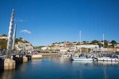 Λιμάνι του Devon UK Torquay με τις βάρκες και τα γιοτ την όμορφη ημέρα στο αγγλικό Riviera Στοκ Φωτογραφίες
