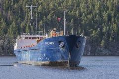 Λιμάνι Bakke αφίξεων των MV Falknes για να φορτώσει το αμμοχάλικο Στοκ Φωτογραφία