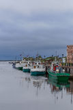 Λιμάνι Blagopoluchiya με την αποβάθρα και τα αγκυροβόλια πετρών Στοκ φωτογραφίες με δικαίωμα ελεύθερης χρήσης