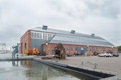 Λιμάνι Irvine στο Ayrshire Σκωτία που εξετάζει πέρα από κάποιο παλαιό maratime Equiptment το μουσείο στοκ εικόνα
