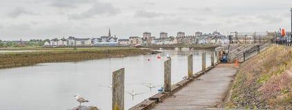 Λιμάνι Irvine στο Ayrshire Σκωτία που κοιτάζει μέσα προς το πόλης κέντρο στοκ φωτογραφίες