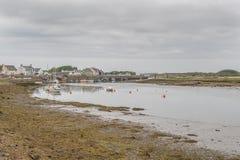 Λιμάνι Irvine at Low Tide στο Ayrshire Σκωτία που κοιτάζει πέρα από το παλαιό λιμάνι μέχρι το παλαιό μουσείο επιστήμης στη μακριν στοκ φωτογραφία με δικαίωμα ελεύθερης χρήσης