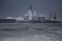 Λιμάνι Leixoes κάτω από τη θύελλα θαλασσοταραχών στοκ εικόνες