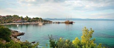 Λιμάνι Panagias Ormos σε Sithonia, χερσόνησος Halkidiki, Ελλάδα, Στοκ Φωτογραφίες