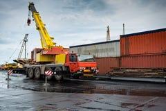Λιμένας μεταφόρτωσης εμπορευματοκιβωτίων Στοκ Φωτογραφία
