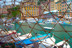 Λιμένας πίσω από το δίχτυ ψαρέματος Στοκ φωτογραφία με δικαίωμα ελεύθερης χρήσης
