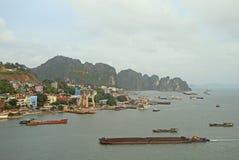 Λιμένας στη μακριά πόλη εκταρίου, Βιετνάμ Στοκ Φωτογραφία