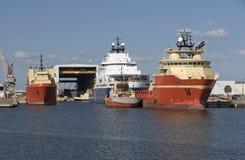 Λιμένας της Τάμπα ΗΠΑ Tugboats και στέλνοντας σκάφη ανεφοδιασμού Στοκ φωτογραφία με δικαίωμα ελεύθερης χρήσης