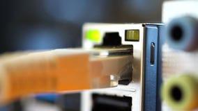 Λιμένας Ethernet και άλλοι λιμένες για τη σύνδεση των συσκευών στη μητρική κάρτα φιλμ μικρού μήκους