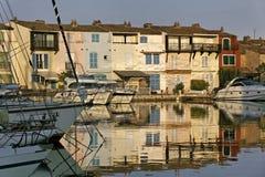 Λιμένας Grimaud, αντανάκλαση νερού, υπόστεγο d'Azur, νότια Γαλλία Στοκ φωτογραφία με δικαίωμα ελεύθερης χρήσης