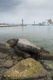 Λιμένας Mandraki λιμενικών εισόδων πόλης λιμανιών της Ρόδου Στοκ Εικόνες
