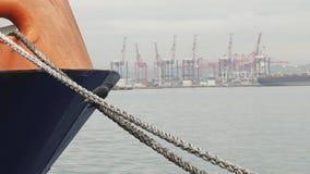 Λιμενικά σκάφη της Νότιας Αφρικής - του Ντάρμπαν και τερματικό εμπορευματοκιβωτίων απόθεμα βίντεο