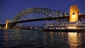 Λιμενική γέφυρα του Σίδνεϊ τη νύχτα - τηλεοπτικός βρόχος φιλμ μικρού μήκους