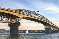 Λιμενική γέφυρα του Ώκλαντ, να εξισώσει Στοκ Φωτογραφία