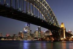 λιμενική νύχτα Σύδνεϋ γεφυ& Στοκ Εικόνες