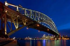 λιμενική νύχτα Σύδνεϋ γεφυ& Στοκ Φωτογραφία