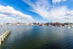 Λιμενική περιοχή Annapolis, Μέρυλαντ μια νεφελώδη ημέρα άνοιξη με το s Στοκ φωτογραφίες με δικαίωμα ελεύθερης χρήσης