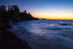 Λιμενικό ηλιοβασίλεμα χαλκού πέρα από τον ανώτερο λιμνών Στοκ εικόνες με δικαίωμα ελεύθερης χρήσης