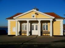 λιμενικό παλαιό outhouse κίτρινο Στοκ Εικόνες