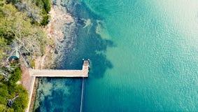 Λιμενοβραχίονας έξω στην ωκεάνια ακτή του Σίδνεϊ Στοκ Εικόνες