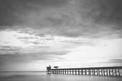 Λιμενοβραχίονας και ουρανός, γραπτοί Στοκ Εικόνα