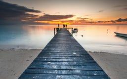 Λιμενοβραχίονας κατά τη διάρκεια του ηλιοβασιλέματος στοκ εικόνα με δικαίωμα ελεύθερης χρήσης