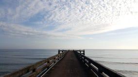 Λιμενοβραχίονας με την άποψη της θάλασσας Στοκ φωτογραφία με δικαίωμα ελεύθερης χρήσης