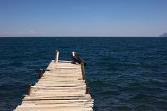 Λιμενοβραχίονας που οδηγεί στη λίμνη Titicaca κοντά σε Copacabana, Βολιβία Στοκ Εικόνες