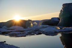 Λιμνοθάλασσα παγετώνων Jokulsarlon το χειμώνα της Ισλανδίας στοκ φωτογραφία