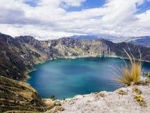 Λιμνοθάλασσα Quilotoa, ηφαιστειακή λίμνη κρατήρων στον Ισημερινό Στοκ φωτογραφία με δικαίωμα ελεύθερης χρήσης