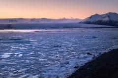 Λιμνοθάλασσα παγετώνων Jokulsarlon - νοτιοανατολική Ισλανδία Στοκ φωτογραφίες με δικαίωμα ελεύθερης χρήσης