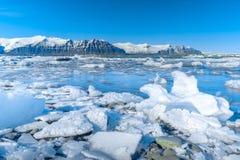 Λιμνοθάλασσα παγετώνων Jokulsarlon - νοτιοανατολική Ισλανδία Στοκ Φωτογραφία
