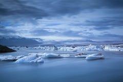 Λιμνοθάλασσα παγετώνων Jokulsarlon. Στοκ Εικόνες