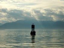 Λιοντάρια θάλασσας που στηρίζονται σε έναν ωκεάνιο σημαντήρα Στοκ Φωτογραφίες