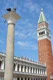 Λιοντάρι και καμπαναριό εικονιδίων της Βενετίας Στοκ Εικόνες