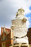 Λιοντάρι στις πύλες στο Hampton Court Στοκ Εικόνες