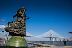 ΛΙΣΣΑΒΩΝΑ, ΠΟΡΤΟΓΑΛΙΑ - περιοχή γύρω από το πάρκο των εθνών, με τη Gama του Vasco DA γέφυρα στο υπόβαθρο Στοκ εικόνα με δικαίωμα ελεύθερης χρήσης