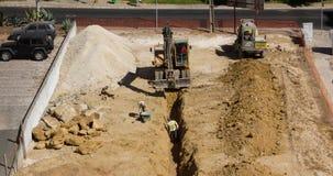 ΛΙΣΣΑΒΩΝΑ, ΠΟΡΤΟΓΑΛΙΑ - 12 ΣΕΠΤΕΜΒΡΊΟΥ: Σκάψιμο εκσκαφέων Timelapse 4K, άτομα που λειτουργεί γύρω στις 12 Σεπτεμβρίου 2016 στη Λι φιλμ μικρού μήκους