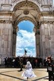Λισσαβώνα, Πορτογαλία 6 Ιουνίου 2018: Άνθρωποι που επισκέπτονται Arco DA Rua Αουγκούστα Praça do Comercio στη Λισσαβώνα Στοκ Εικόνες