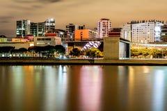 Λισσαβώνα, Πορτογαλία - 9 Σεπτεμβρίου 2015: Η εικονική παράσταση πόλης τη νύχτα στα έθνη σταθμεύει την περιοχή, με τα κατοικημένα Στοκ Εικόνα