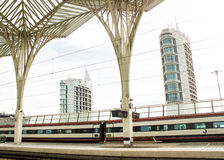 Λισσαβώνα, Πορτογαλία: Ανατολικός) σιδηροδρομικός σταθμός Oriente (και σύγχρονα κτήρια Στοκ Εικόνες