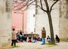 Λισσαβώνα, Πορτογαλία: οπτική τάξη τεχνών σε υπαίθριο Στοκ φωτογραφία με δικαίωμα ελεύθερης χρήσης