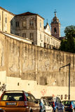 Λισσαβώνα, Πορτογαλία - Septmember 19, 2016: Αυτοκίνητα που σταθμεύουν πίσω από το μοναστήρι Graca Στοκ φωτογραφίες με δικαίωμα ελεύθερης χρήσης