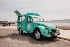 Λισσαβώνα, στις 18 Ιουνίου 2018: Πώληση των τροφίμων ή των γλυκών οδών σε ένα εκλεκτής ποιότητας ή αναδρομικό αυτοκίνητο Εμπορικέ Στοκ φωτογραφία με δικαίωμα ελεύθερης χρήσης