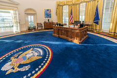 Λιτλ Ροκ, AR/USA - το Φεβρουάριο του 2016 circa: Αντίγραφο του Οβάλ Γραφείου του Λευκού Οίκου στο προεδρικές κέντρο και τη βιβλιο Στοκ Εικόνες