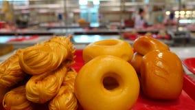 Λιχουδιές και τυρί κρέατος στο μετρητή στο bazaar 4K απόθεμα βίντεο