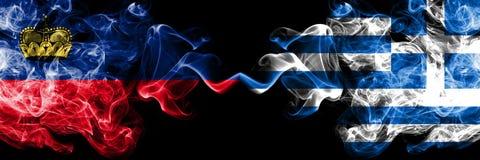 Λιχτενστάιν, Liechtensteins, Ελλάδα, ελληνικά, σημαίες ανταγωνισμού κτυπήματος ζωηρόχρωμες καπνώείς πυκνά Ευρωπαϊκοί αγώνες προσό στοκ εικόνες με δικαίωμα ελεύθερης χρήσης
