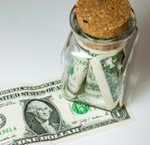Λογαριασμοί ένας-δολαρίων σε ένα βάζο γυαλιού Στοκ Φωτογραφία